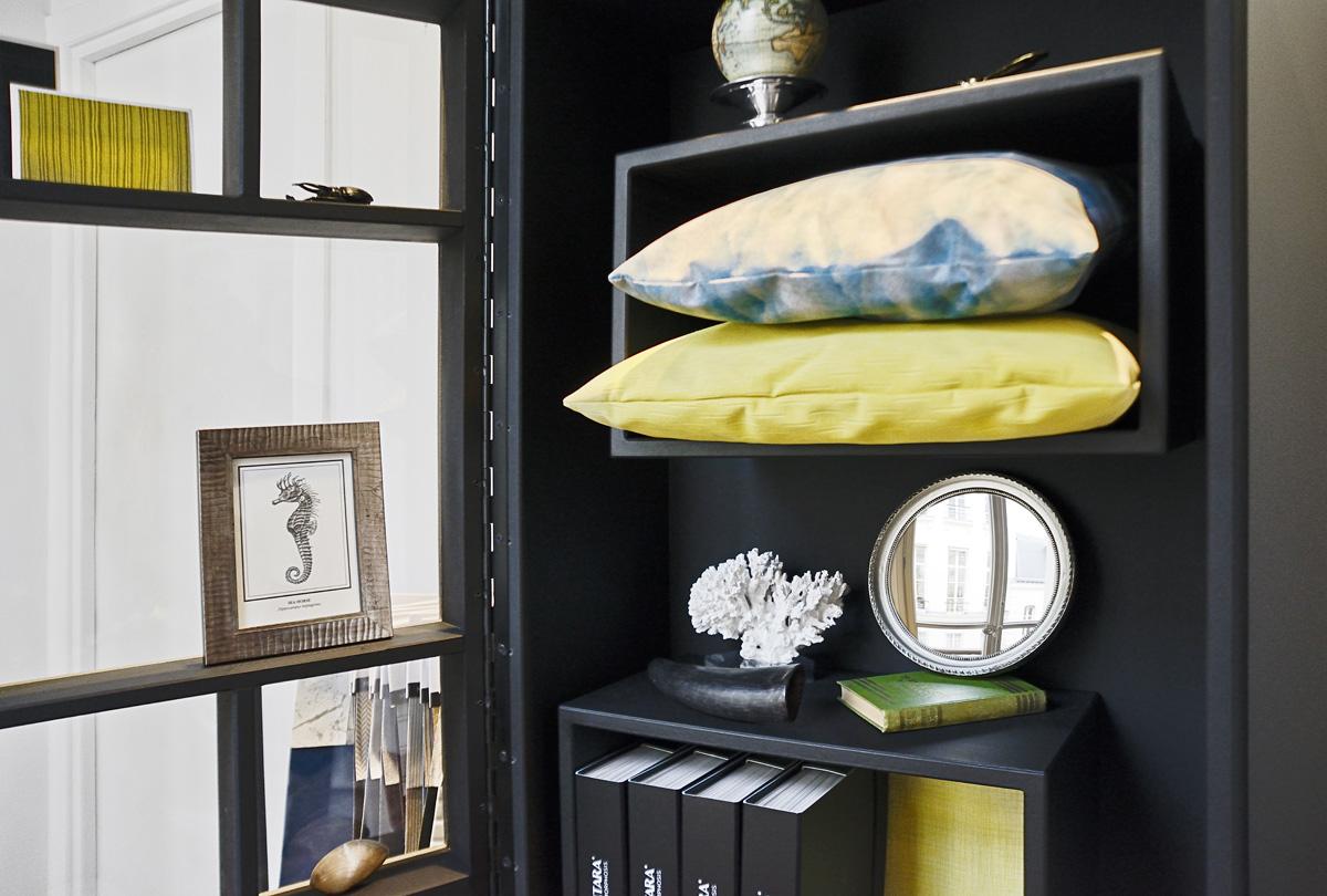 Alcantara2 Fabrication LELIEVRE Paris décoOff FASTBOIL PAULINE BOUTET CABINET CURIOSITE noir design sur-mesure Agence MAJOTIK