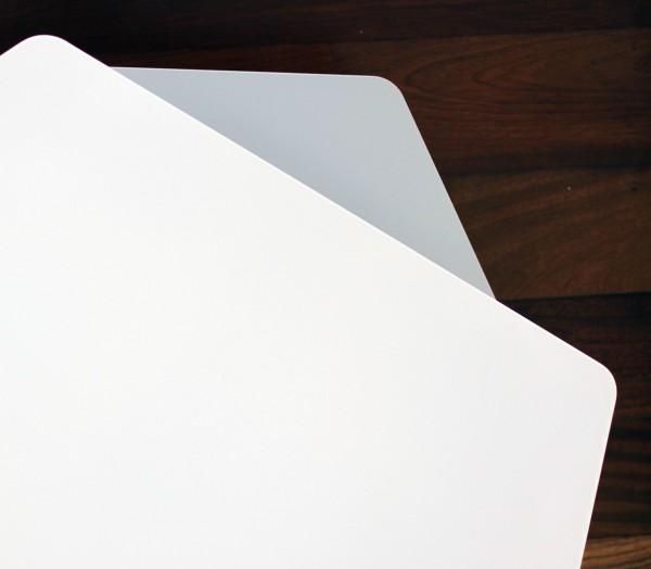 Table basse Kaggebo à double étages - en métal blanc et gris et bois naturel - détails vue du dessus