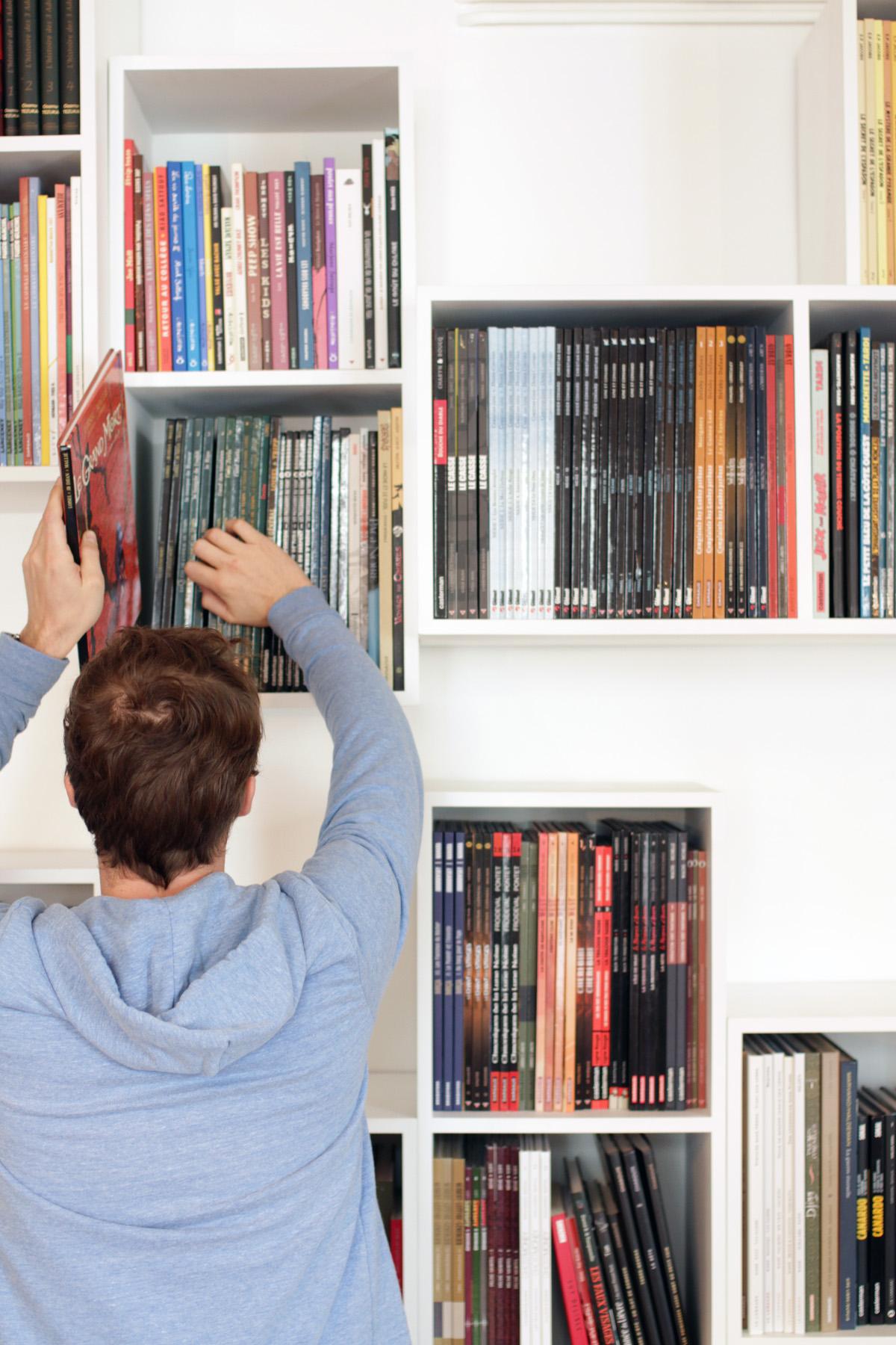 Malo1 bibliothèque Mobilier BD cubes blanc Bandes dessinées design sur-mesure Agence MAJOTIK