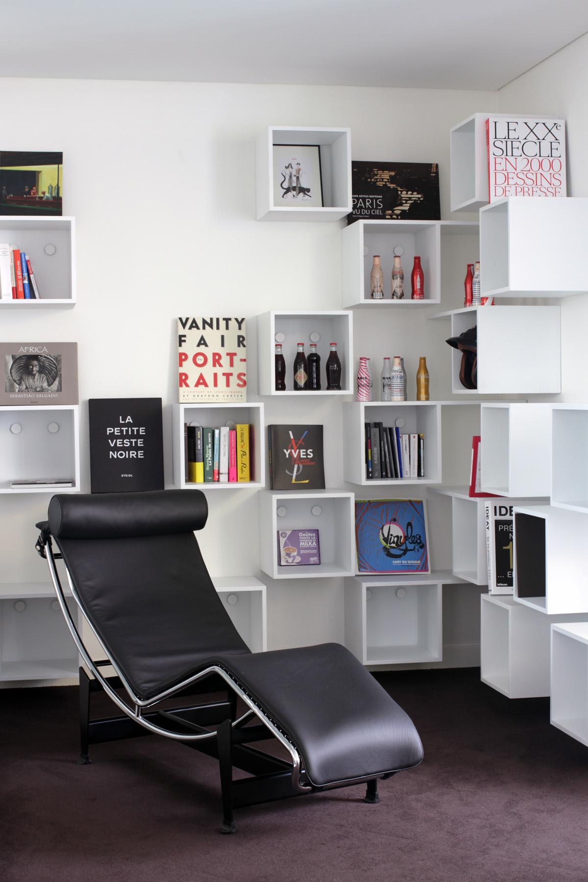 Media-tech1 AEGIS MEDIA bibliothèque Mobilier cubes blanc bureau Jadot design sur-mesure Agence MAJOTIK