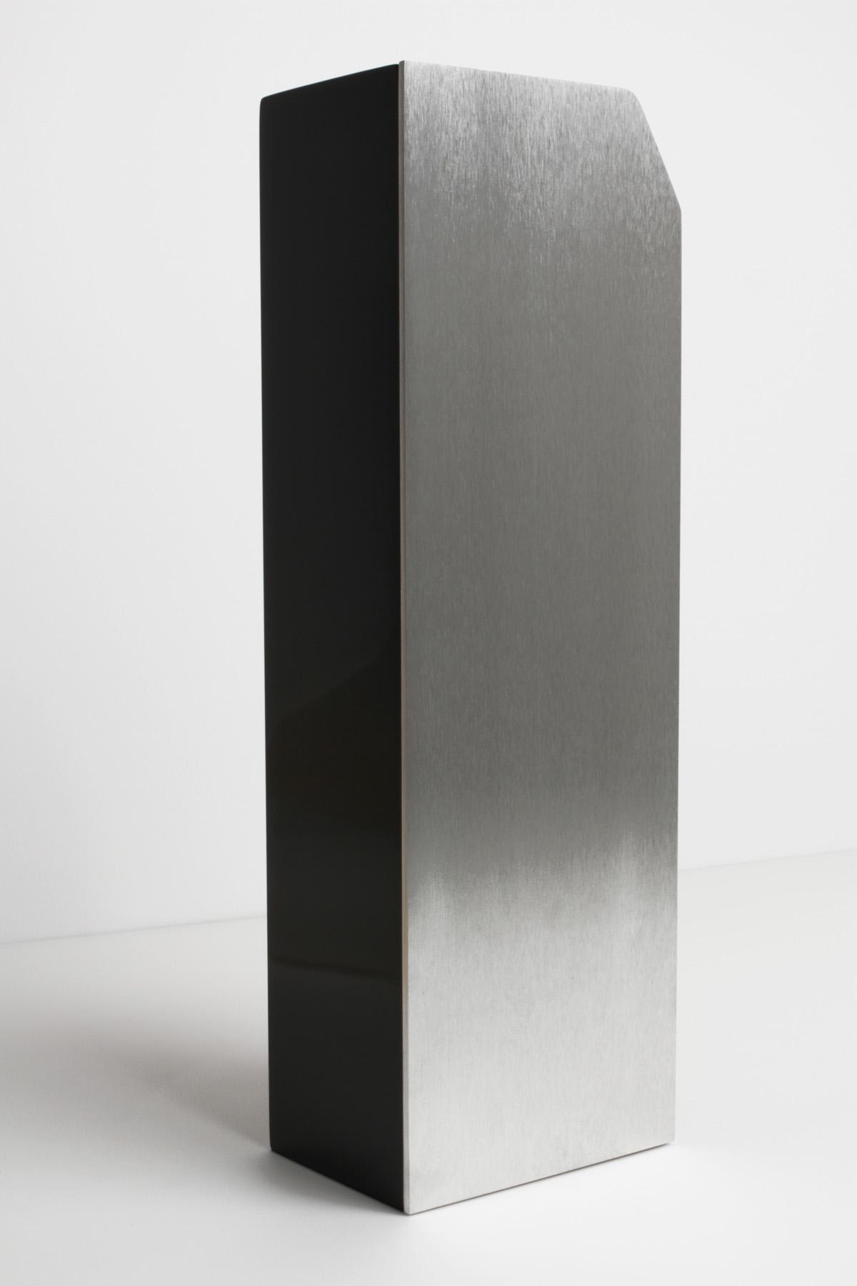 Trophée Audi2 fabrication DOS architecture logos vernis Léa Longis design sur-mesure Agence MAJOTIK