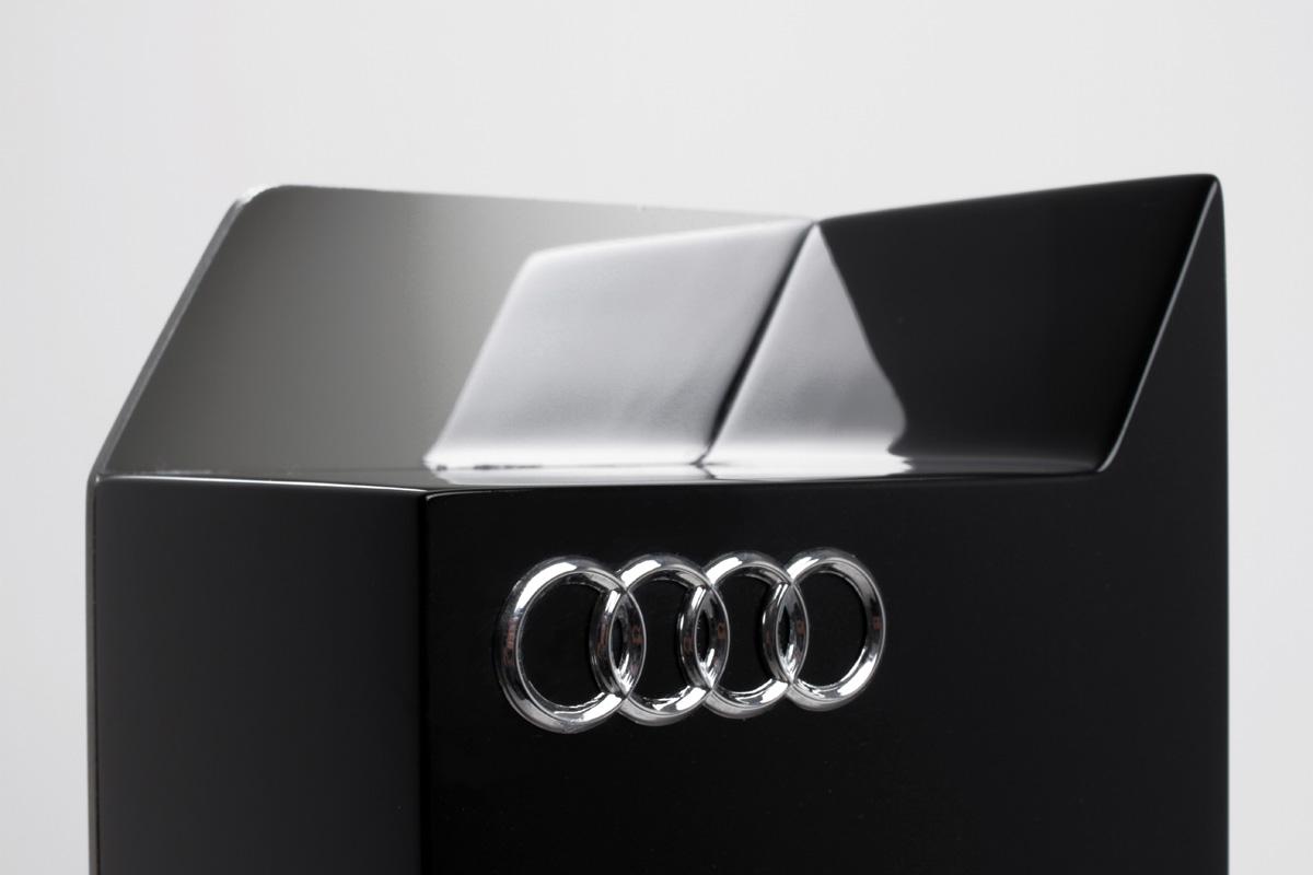 Trophée Audi3 fabrication architecture DETAILS logos vernis métal Léa Longis design sur-mesure Agence MAJOTIK