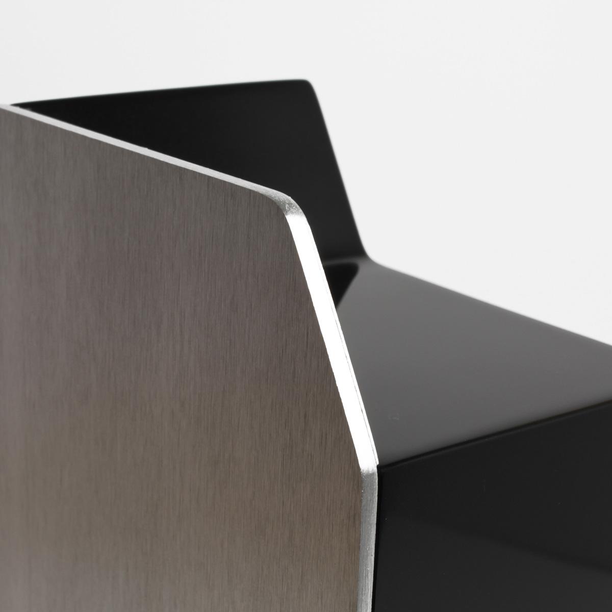 Trophée Audi4 fabrication architecture DETAILS DOS logos vernis métal Léa Longis design sur-mesure Agence MAJOTIK