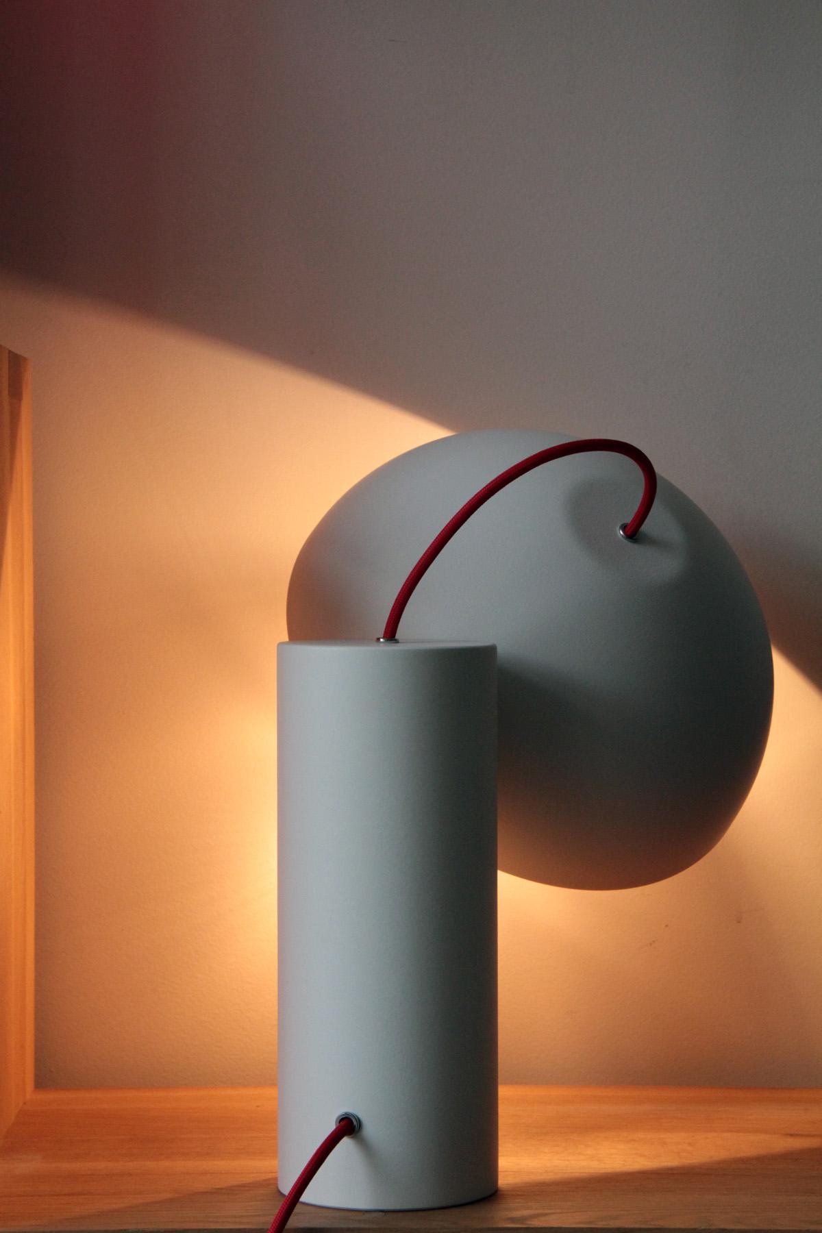Cul de poule -Lumianire - lampe a poser - Objet - bol - metal - couleur BLANC - design sur-mesure - Agence MAJOTIK